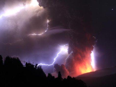 lightning-volcano-puyehu2