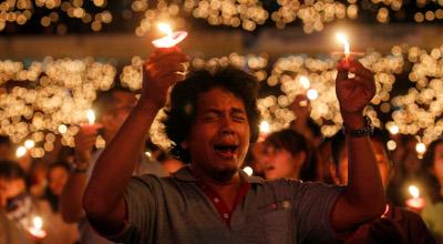 Indonesia-Jakarta-worship-Christians
